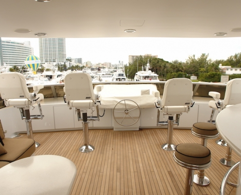 Tanzanite Flybridge Sun Deck Was Helm Station Before - Innovative Creations